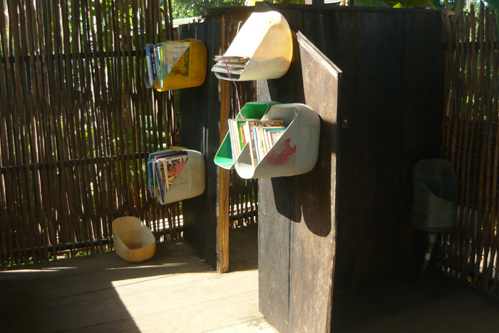 Library from reused plastic containers, for Palomino, Colombia