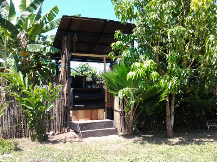 Eco-toilet and library, built in Palomino, Colombia