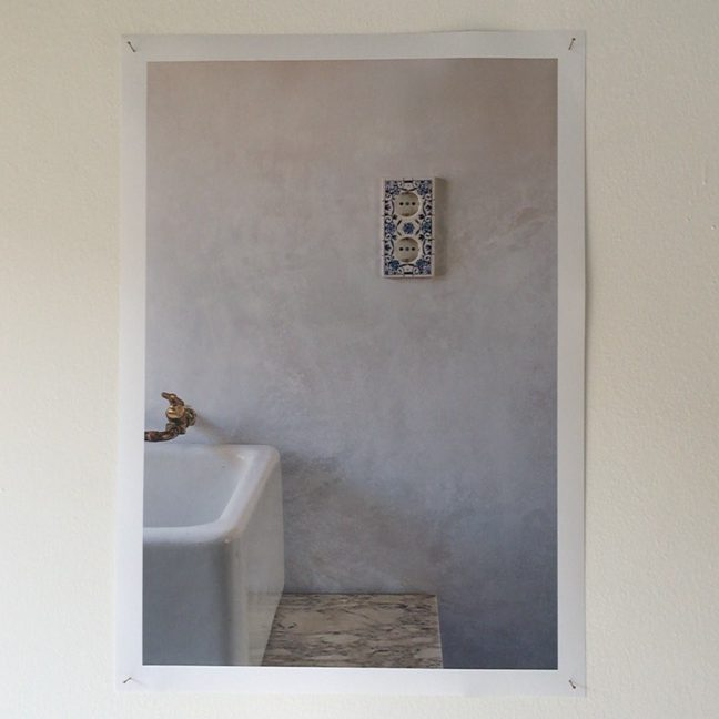 Ceramic_tile_wall_socket