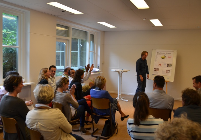 Jop Timmers facilitating the Design the Future workshop for an enthusiastic audience